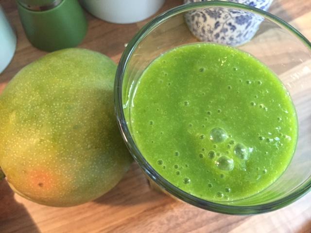 Mango-Spinat-Smoothie_mit_Mango